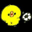 サッカーをして遊ぶひよこ