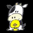 ひよこを抱える牛