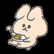 カレーを食べるうさぎ