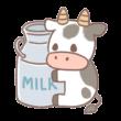 ミルクの缶に抱き着く牛