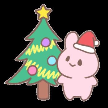 クリスマスツリーに飾りつけをするうさぎ